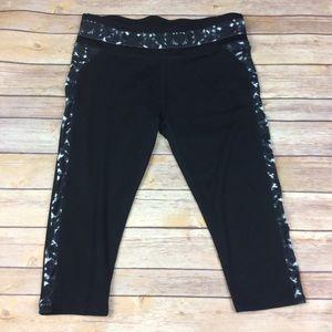 ❗️SOLD❗️Fabletics size medium Black Capri Leggings